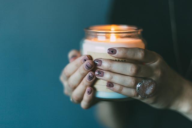 svíčka ve sklenici