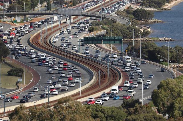 Množstvo áut na cestách.jpg