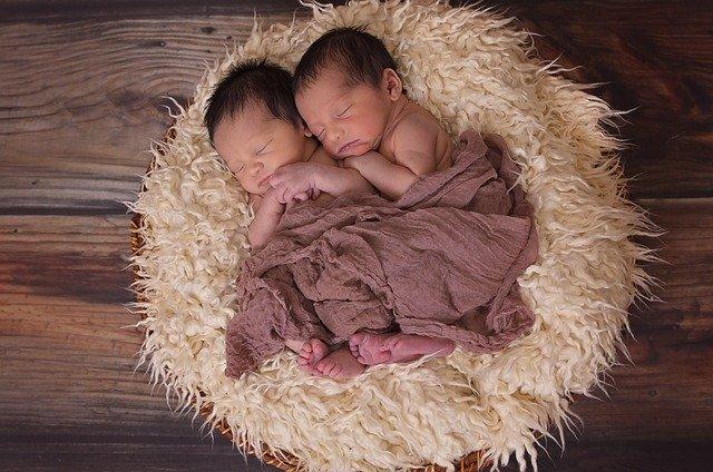 dve bábätká.jpg