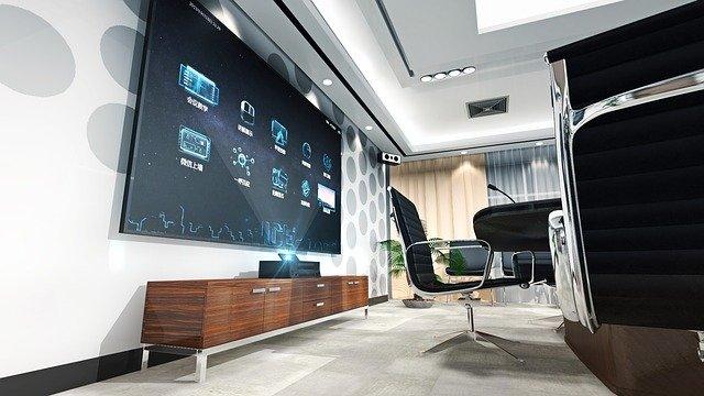 Konferenčná miestnosť, veľká obrazovka.jpg