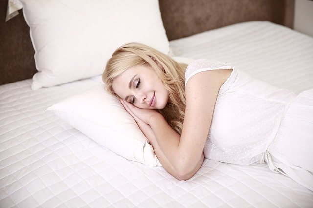 žena v príjemnom spánku