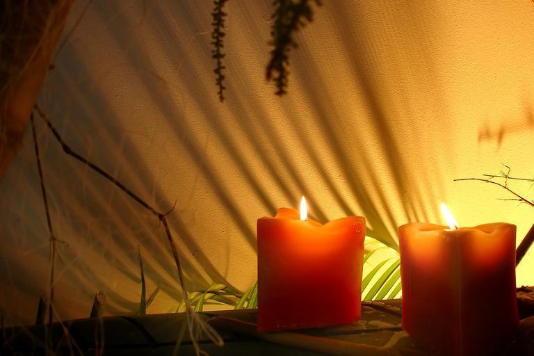 Sviečky, pokojná atmosféra