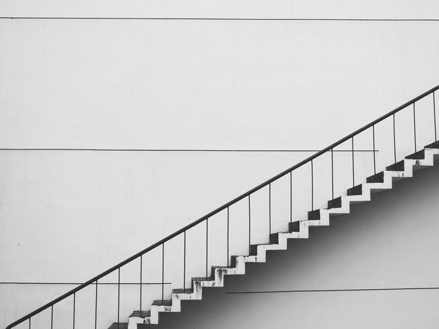 biele schody