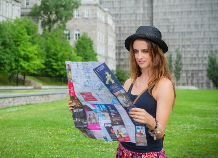 Žena s mapou